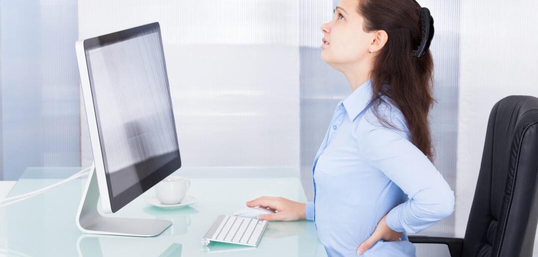 Kvinde med rygsmerter