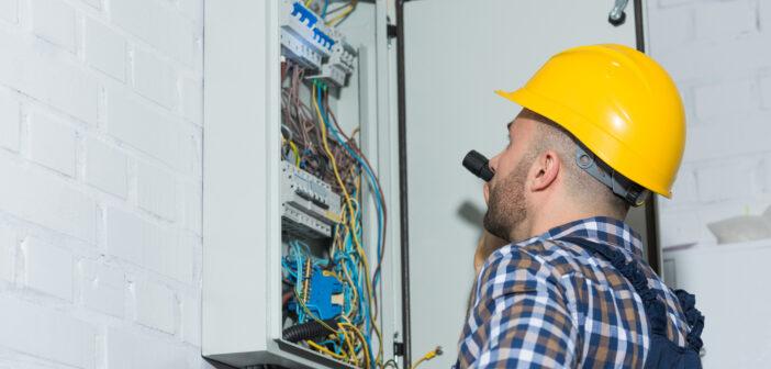Elektriker på job